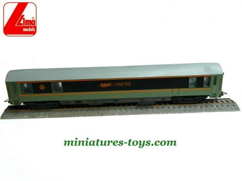 une voiture cin ma de la sncf en miniature au h0 de lima incompl te miniatures toys. Black Bedroom Furniture Sets. Home Design Ideas